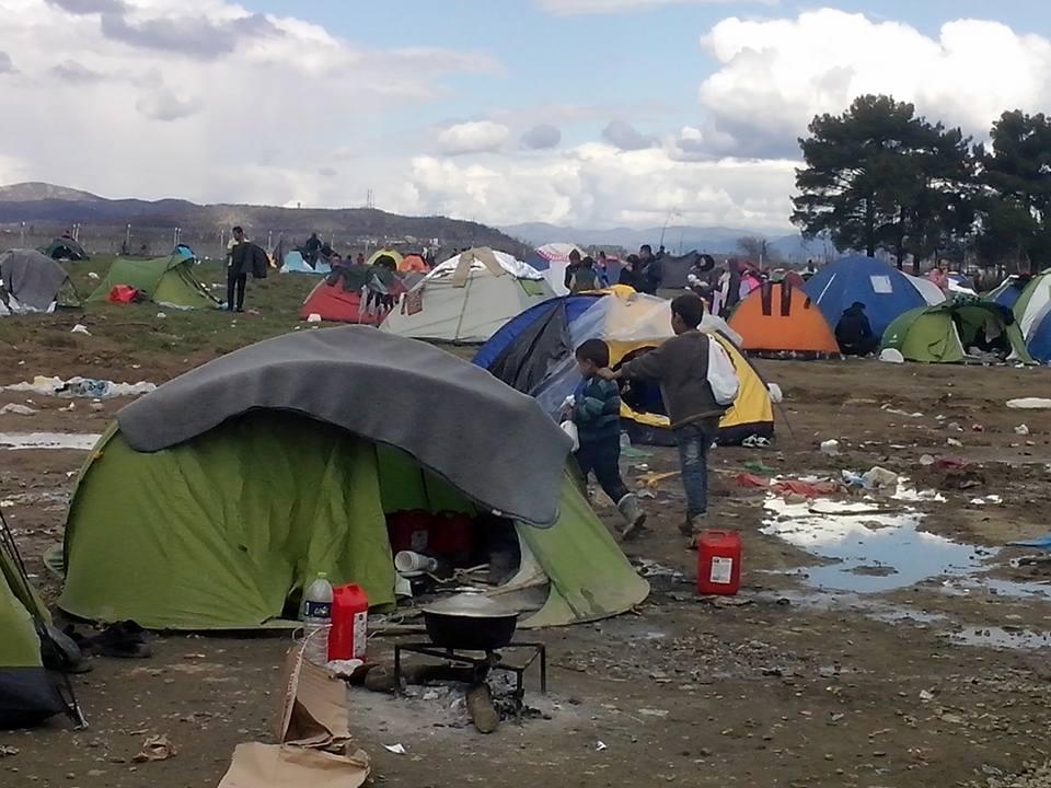[Интервју] Волонтер од Амстердам готви и дели храна за бегалците на Идомени