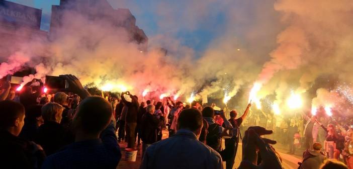 """""""Вашето време помина, време е за СЈО"""" – Со факели заврши протестот на Шарената револуција"""