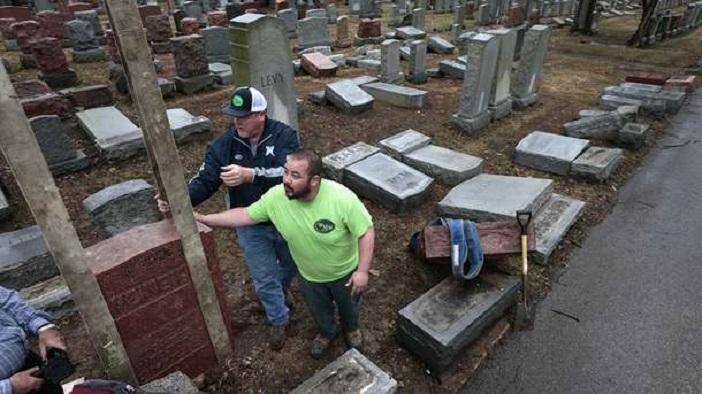 Муслимани собраа илјадници долари за да поправат вандализирани еврејски гробишта