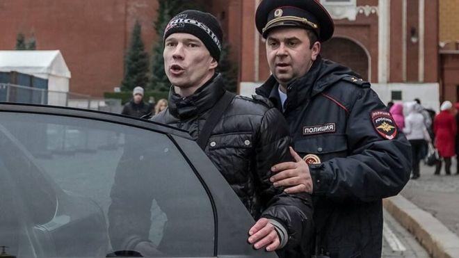 Укинат затворот на руски активист осуден за серија мирни протести