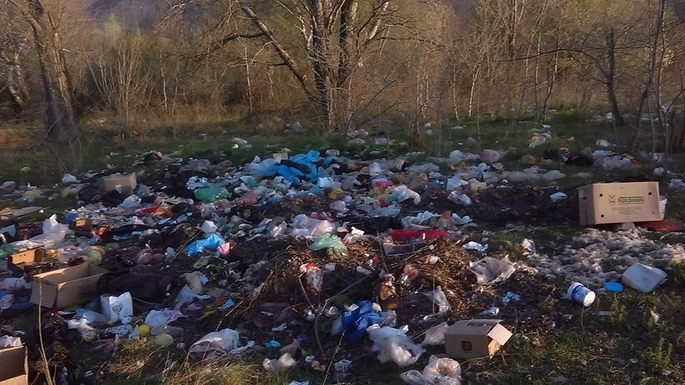 Фото  Купишта ѓубре кај Треска  граѓаните бараат реакција од комуналните служби