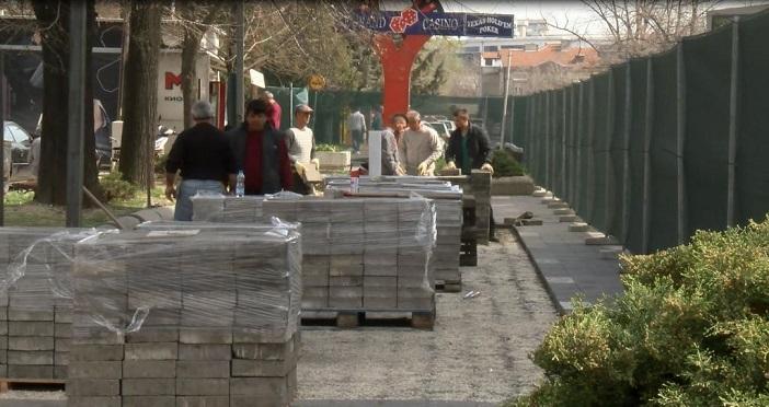 Започна изградбата на пристапната улица на кеј на Вардар  угостителите се чувствуваат прелажани