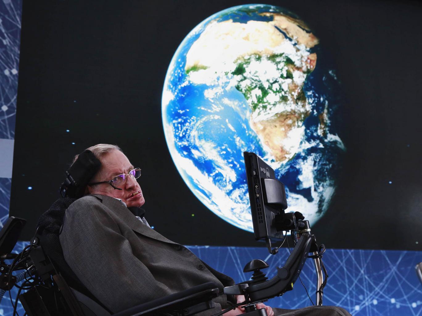 Стивен Хокинг ќе патува во вселената со бродот на Ричард Бренсон