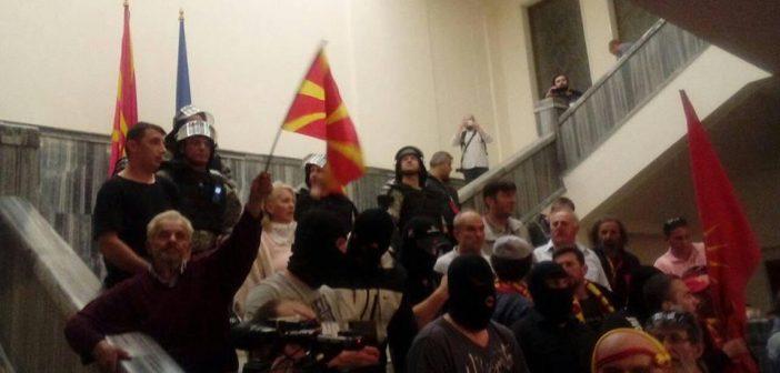 Новинари сведочат за упадот во Собранието и насилството врз пратениците и медиумите