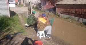 Урбана акција: Риболов по дупките на улиците во Велес