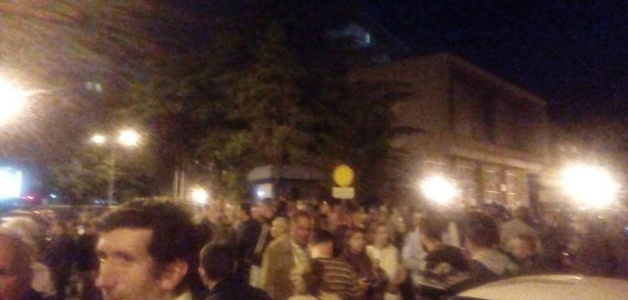 Тензично во Собранието – шок бомби, исклучена струја, нападнати новинари