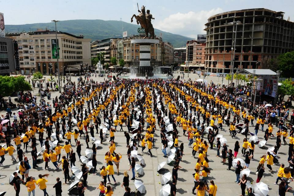 Матурска парада  денеска на плоштад  Македонија