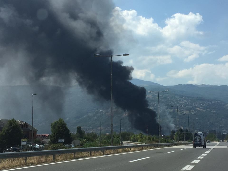 Голем пожар во депонијата во Тетово  жителите се гушат во чад