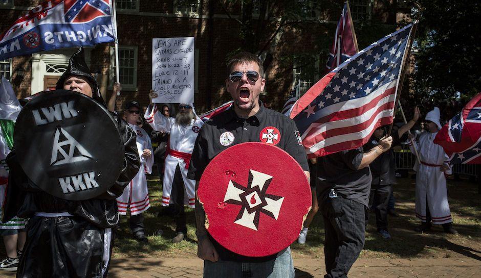 Една жртва и повеќе повредени на крвавиот националистички марш во Шарлотсвил