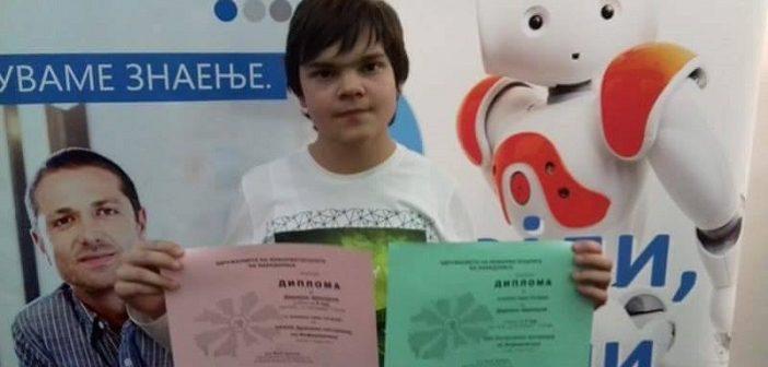 [Интервју] 15-годишниот Даријан Шекеров освојува награди за својата апликација што им помага на аутистични деца