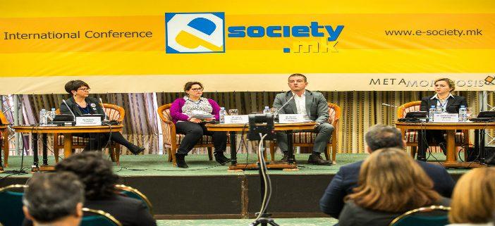 """""""Е-општество"""": Со слобода ќе си ја заштитиме приватноста"""