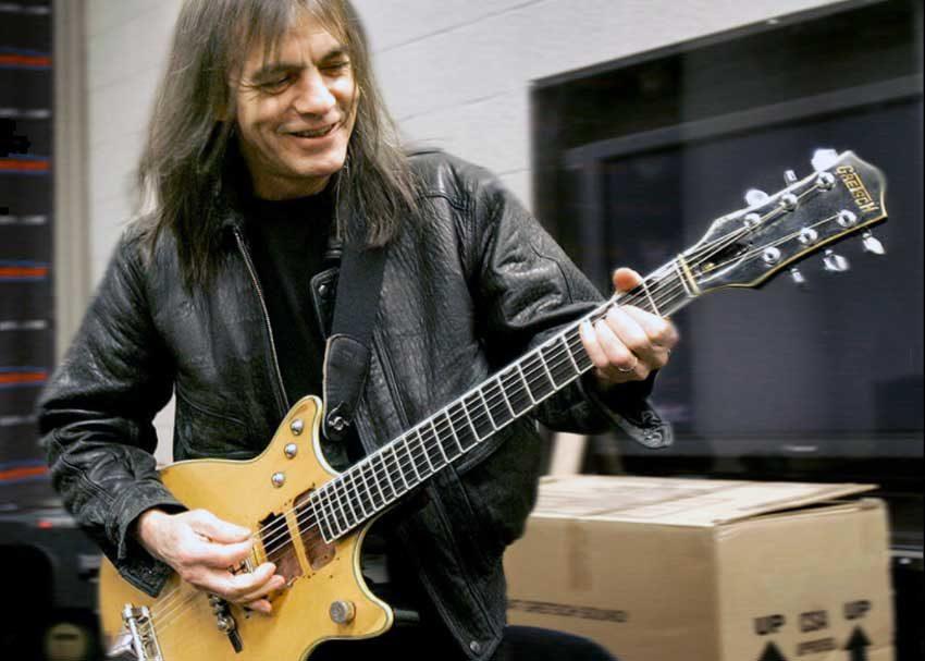 Почина гитаристот и основач на AC DC  Малколм Јанг