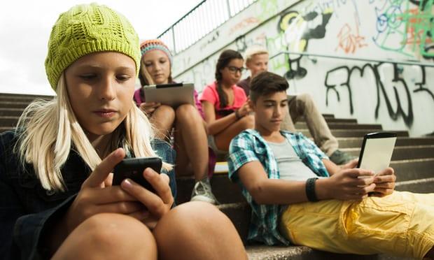 Ќе се забранува користење телефони во француските училишта