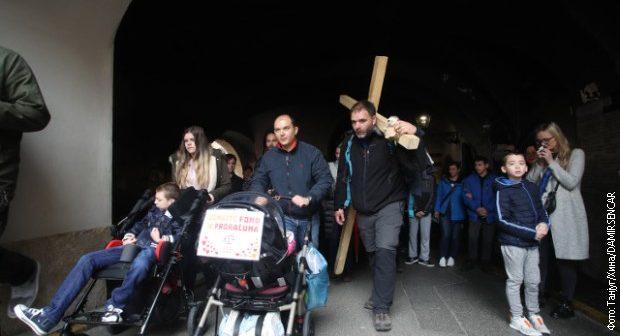 Хрватот што пешачеше 200 км со крст на рамо: Јас сум неважен, болните деца и родителите се вистинските херои