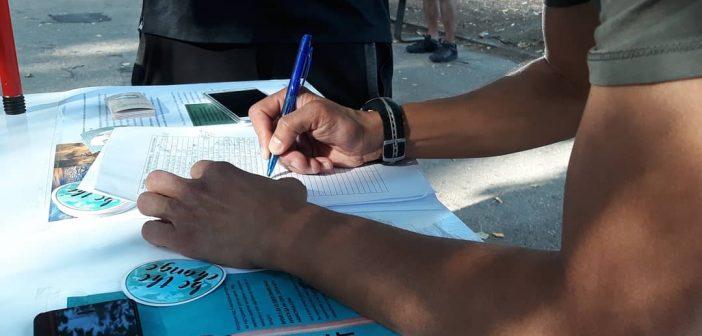 [Фото] Во Градски парк се собираат потписи за поддршка на барањата на #FridaysForFuture