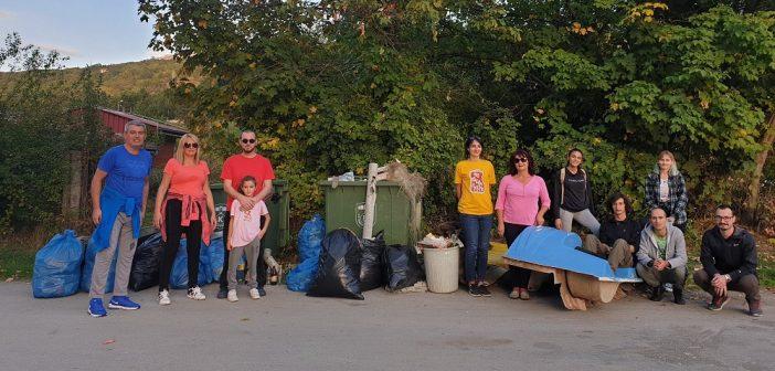 """15 вреќи ѓубре и остатоци од педалинки собрани во акција на иницијативата """"Чист Охрид"""""""